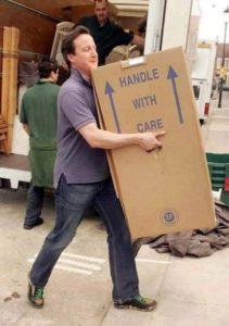 James Cameron carrega sua própria mudança